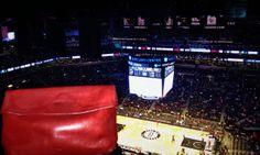 La pochette rouge Ripauste au Barclays Center! #Brooklyn #Nets