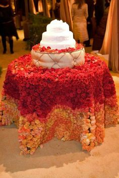 """Beautiful cake """"tablecloth"""" of roses Cake Table Decorations, Flower Decorations, Wedding Cake Stands, Wedding Cakes, Floral Wedding, Wedding Colors, Golden Wedding Anniversary, Anniversary Ideas, Wedding Design Inspiration"""