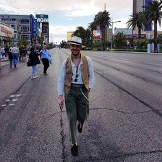 Walking down the street and my heart go's boom #lasvegas #love #city #fashion #poker #hollywood #goodlife #america #instamood #picoftheday #photooftheday #talent #artist #fashionblogger #passion #ownstyle #herrsalihu #casino #shooting #sprezzatura #streetstyle (hier: Las Vegas, Nevada)