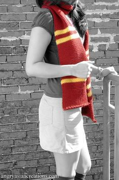 simple crochet - harry potter house scarf - I've been wanting to make one for my buddies.