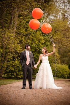 Bride and groom and balloons... so cute! (Image by BerryTree Photography)