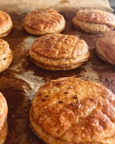 """Naty Žúreková Štefková na Instagrame: """"OŠKVARKOVÉ PAGÁČE, KTORÉ CHCEŠ Už asi pred mesiacom som kúpila mleté oškvarky. Mala som obrovskú chuť na pagáče.😋 Len som sa k tomu…"""" Cookies, Desserts, Food, Food Food, Crack Crackers, Tailgate Desserts, Deserts, Biscuits, Essen"""