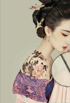 Stunningly Beautiful Asian Style, Chinese Style, Chinese Art, Asian Beauty, Traditional Chinese, Traditional Dresses, Memoirs Of A Geisha, Art Chinois, Ancient Beauty