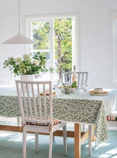 This delightful summer house in Sweden is a bright and beautiful place that perfectly reflects the simple, calm and natural spirit of its owner. Swedish Decor, Swedish Style, Summer House Interiors, Bohemian Chic Home, Sweden House, Ikea Decor, English Country Decor, Scandinavian Interior, Beautiful Interiors