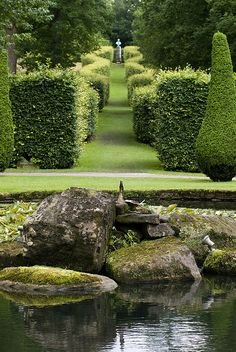 Beautiful pond in maze garden. Perhaps I'll encounter a British Talking Caterpillar...and he would invite me for a cup tea...lol. #Labyrinth