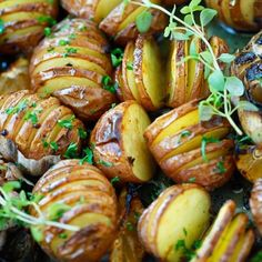 Garlic Herb Roasted Potatoes – the easiest and most delicious roasted potatoes with olive oil, butter, garlic, herb and lemon.