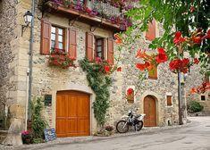 Um jardim para cuidar: Adoro varandas e janelas floridas !
