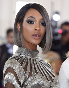 For the Manus-x-Machina-themed Met Gala, Jourdan Dunn added a violet-tinged silver ombré to her sleek bob. Icy Hair, Ombre Hair, Silver Ombre Short Hair, Cute Hairstyles For Short Hair, Hairstyles Haircuts, Medium Hair Styles, Curly Hair Styles, Hair Affair, Stylish Hair