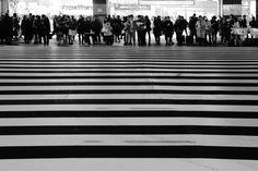 週末の新宿駅です、ここはいつも人混みです。 Outline, My Photos, Explore, Exploring