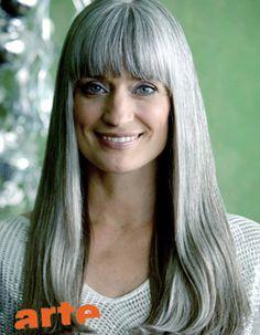 Model: Manuela S.