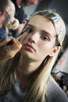 Versace Spring 2016 Ready-to-Wear Fashion Show Beauty