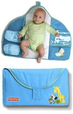 Diaper bags -- like purses and wallets -- can be magnets for clutter. I speak from personal experience when I say that things go into them and rarely, if ever, Baby Sewing Projects, Sewing For Kids, Baby Kind, Baby Love, Kit Bebe, Baby Set, Baby Needs, Baby Crafts, Baby Accessories