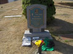 Prefontaine's gravesite afte the Prefontaine Memorial Run, Coos Bay, OR