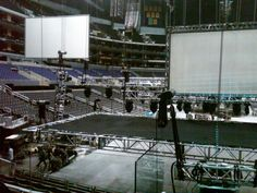 Side screens going up...