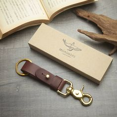 Brown Leather Key Fob BRASS belt loop Key Landyard // Personalize name //Keychain solid brass swivel snap // Leather Keychain, Leather Wallet, Key Fobs, Key Chain, Leather Pattern, Leather Projects, Leather Accessories, Vegetable Tanned Leather, Messing