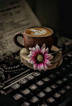 Coffee Photography Couple - - - Book And Coffee Draw - - Coffee Cafe, Coffee Drinks, Coffee Shop, Coffee Lovers, Coffee And Books, I Love Coffee, Good Morning Coffee, Coffee Break, Coffee Photography