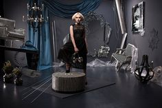 Pro dekadentní interiérový styl jsou typické temné barvy a extravagantní doplňky