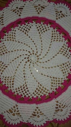 This Pin was discovered by Boż Crochet Tablecloth Pattern, Crochet Cushions, Crochet Quilt, Filet Crochet, Crochet Motif, Crochet Doilies, Crochet Lace, Crochet Stitches, Unique Crochet