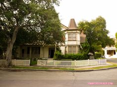 The Haunted House Pretty Little Liars Warner Bros. Sets (6 of 52)