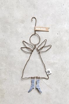 """Schutzengel """"Mein Engel"""" Send me an angel … An angel is always a special gift and these angels wear the most beautiful shoes and always a loving message. Christmas Angels, Winter Christmas, Christmas Holidays, Christmas Crafts, Christmas Decorations, Xmas, Christmas Ornaments, Wire Crafts, Diy And Crafts"""