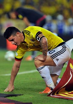 James Rodriguez of Colombia reacts during a match between Colombia and Argentina as part of FIFA 2018 World Cup Qualifiers at Metropolitano Stadium… James Rodriguez Colombia, James Rodrigues, Fifa, Thomas Muller, Making The Team, Football Boys, Bollywood Actors, Cristiano Ronaldo, Beautiful Men
