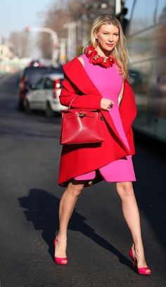 Zhanna Bianca at Paris fashion week - Red and pink outfit Pink Fashion, Fashion Week, Paris Fashion, Autumn Fashion, Womens Fashion, Street Fashion, Classy Outfits, Stylish Outfits, Street Style Chic