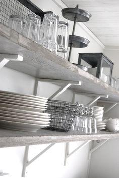 Grymt fina hyllplan m tillhörande konsol, kanske ovanför köksbordet?