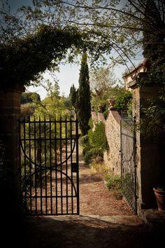 Cancello d'entrata per l'antico giardino a terrazze del 1500
