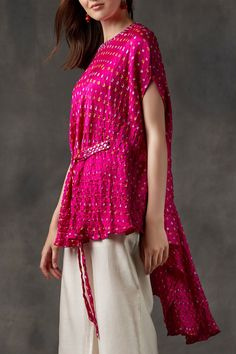 Buy Bandhani Cape Top by Twenty Nine at Aza Fashions Indian Fashion Dresses, Indian Designer Outfits, Pakistani Dresses, Indian Outfits, Designer Dresses, Fashion Outfits, Indian Gowns, Fashion Weeks, Indian Look
