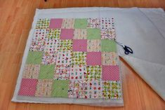Quilting Patchwork Blanket - Instructions on how to sew a blanket - The part of the instruction how to sew a blanket shows how to quilt a patchwork blanket. A tuto - Patchwork Blanket, Patchwork Quilting, Patchwork Bags, Embroidery Patterns, Quilt Patterns, Colorful Quilts, Panel Quilts, Star Quilts, Patch Quilt