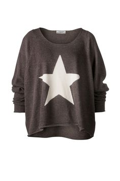♥ Reminds of the sweater I saw in Saks 10 years ago. Same star pattern but a gorgeous light blue. Can I ever knit that well? Casual Chique, Comfy Casual, Casual Tops, Cool Outfits, Casual Outfits, Fashion Outfits, Womens Fashion, Quoi Porter, Mode Top