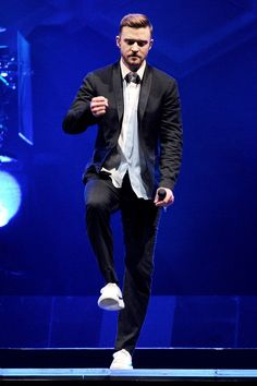 Over in LA, JT's still on the seemingly never-ending 20/20 Experience tour. However, with outfits this good, who are we to complain? Glad to see the beard making a comeback too...