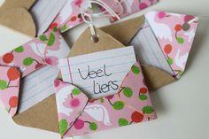 DIY mini envelope labels by Gras Tussen Je Tenen. Tutorial in Dutch.
