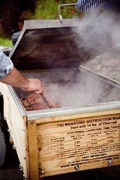 Whole Pig Roast a la Caja China. Or as our Friends in Louisiana call it, Cajun Microwave! Smoker Recipes, Grilling Recipes, Carne Asada, Barbacoa, Cajun Microwave, Lechon Asado, Pig Roast Party, Homemade Smoker, Diy Smoker