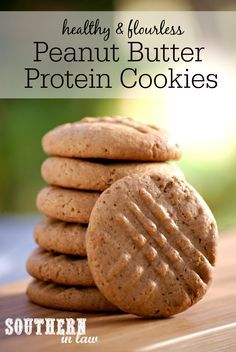 Healthy Peanut Butter Protein Cookies Recipe - with flaxseed meal. These cookies are delicious and so easy to make whilst also high protein, gluten free, no butter or oil, low carb, refined sugar free and clean eating friendly! Protein Desserts, Healthy Protein Snacks, Protein Foods, Healthy Sweets, Healthy Baking, Protein Bars, Low Carb High Protein Recipes Snacks, Eating Healthy, Protein Muffins