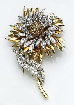Tiffany & Co diamond, yellow sapphire and eighteen karat gold flower brooch. Round facet-cut yellow sapphires, encircled by diamond-set and polished gold petals, the leaf set with round brilliant-cut diamonds. Jewelry Sets, Gold Jewelry, Unique Jewelry, Vintage Jewelry, Fine Jewelry, Jewelry Design, Jewelry Holder, Diamond Brooch, Tiffany Jewelry