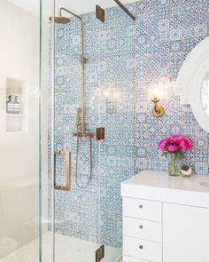 Is your residence in demand of a shower room remodel? Right Here are Impressive Small Shower Room Remodel Style, Ideas As Well As Tips To Make a Much better. Bad Inspiration, Bathroom Inspiration, Mirror Inspiration, Mirror Ideas, Home Design, Interior Design, Design Ideas, Design Trends, Interior Ideas