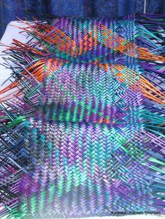 Karmen Thomson - piece almost finished and ready to hang . Flax Weaving, Paper Weaving, Weaving Designs, Weaving Patterns, Maori Designs, Nz Art, Maori Art, Amazing Art, Canvas Art