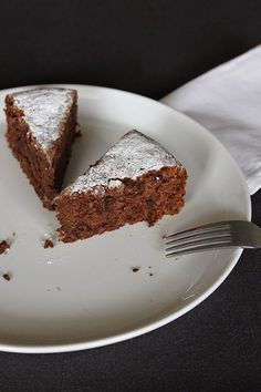 food on paper: Flourless Chocolate and Almond Cake Chocolate Almond Cake, Flourless Chocolate Cakes, Almond Cakes, Chocolate Desserts, Yummy Treats, Sweet Treats, Gateaux Cake, Passover Recipes, Sweet Recipes