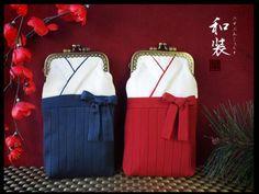 """【新作②】日本の""""可愛い""""を凝縮した和の装い""""巫女""""の袴を手のひらサイズのポーチに。白衣に緋袴というスタイルをシルクタッチ素材で上品に仕上げました。朱と紺の2色ご用意しました。 http://shop.nos-project.jp/fs/line/c/winter2014 …"""