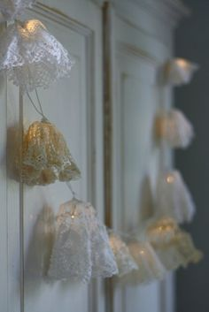 DIY Doily Fairy Lights Tutorial - Cute for a bedroom...