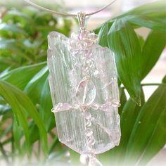 "Pendant top  a goddess   Kunzite    - A crystal, an angel, and healing one-house house"" Crystal Garden   Mejiro """