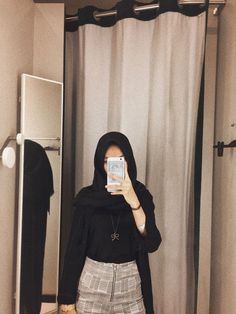 Mirror selfie for lyfe Modern Hijab Fashion, Hijab Fashion Inspiration, Muslim Fashion, Modest Fashion, Trendy Fashion, Korean Fashion, Fashion Outfits, Trendy Style, Casual Hijab Outfit