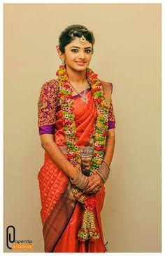 South Indian Hairstyle, Indian Hairstyles, Flower Garland Wedding, Wedding Garlands, Floral Garland, Wedding Couples, Wedding Bride, Wedding Hall Decorations, Indian Silk Sarees