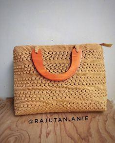 #tas #tasrajutunik #tasrajut #tasrajuthandmade #tashandmade #taskayu #tasjinjing #tasmurah #bag #crochet #crochetbag #fashionrajut #instacrochet #crochetaddict #rajutindonesia #bekasikreatif #bekasikeren #handmade #follow #jualrajutan