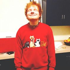 This Ed Sheeran likes kitties. I now like this Ed Sheeran! Ed Sheeran, Edward Christopher Sheeran, Lauren Daigle, Cat Sweaters, Tacky Sweaters, Ugly Sweater, Chris Tomlin, Perfect Boyfriend, Boyfriend Material