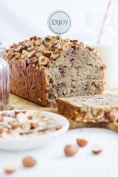 Bananen-Schokoladen-Brot mit Haselnüssen und Joghurt im Teig - http://www.maraswunderland.de/bananen-schoko-brot/