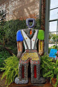 Chair by Niki de Saint Phalle' c.2000 Mosaic Garden, Mosaic Art, Mosaic Glass, Jean Tinguely, Camille Pissarro, Marisol Escobar, Magazine Vogue, Mosaic Furniture, Mosaics