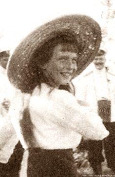 Grand Duchess Anastasia Nikolaevna Look at that smile!! A rarity in photos with Anastasia!