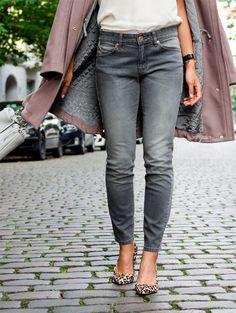 grey skinny jeans + leopard heels